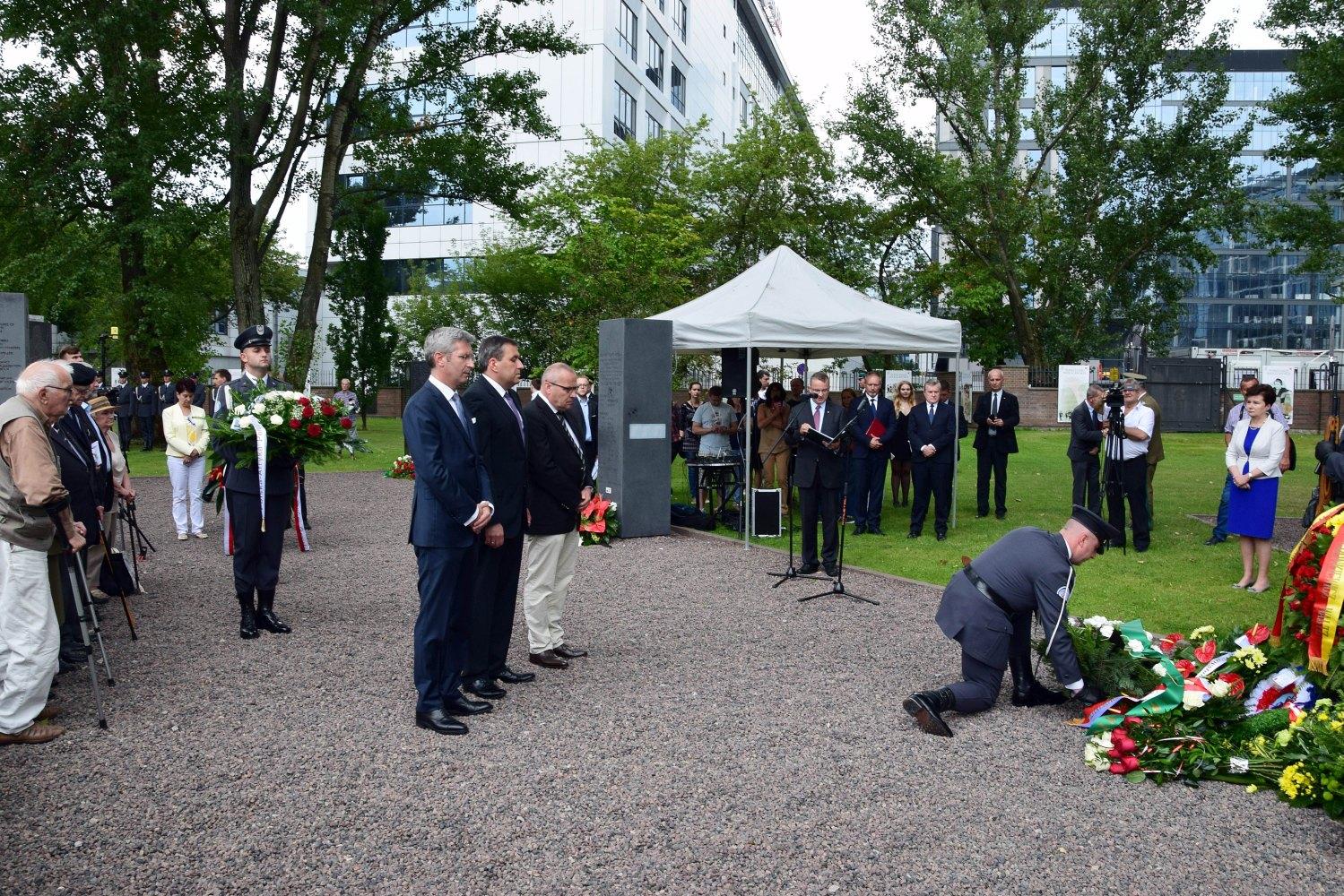 Odsłonięcie Pomnika Lotników w Parku Wolności Muzeum Powstania Warszawskiego